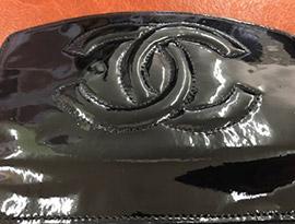 シャネル財布エナメルのくすみやべたつき修復事例アフター