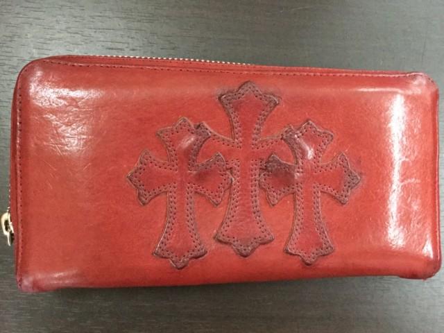 690da6590f7b ブログを見て頂き有難うございます。クロムハーツレザー財布の染め直しをご紹介します。【before】【after】クレンジング(クリーニング)で表面の 汚れ黒ずみを ...